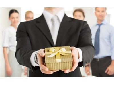 Как выбрать дорогой подарок руководителю?